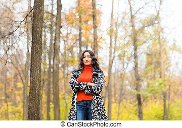 étudiant, outdoor., jeune, automne, jolie fille