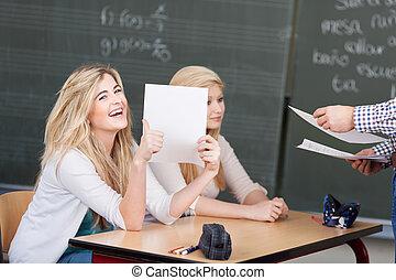 étudiant, tâche, marqué, elle, heureux