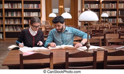étudiants, adolescents, bibliothèque