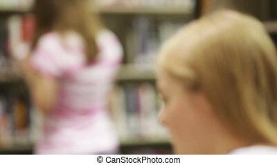 étudiants, bibliothèque scolaire