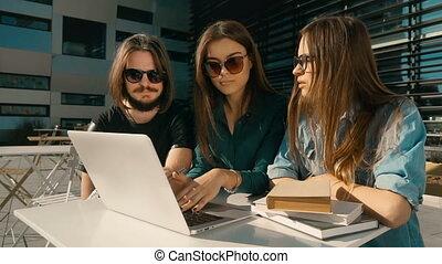 étudiants, conversation, groupe, avoir