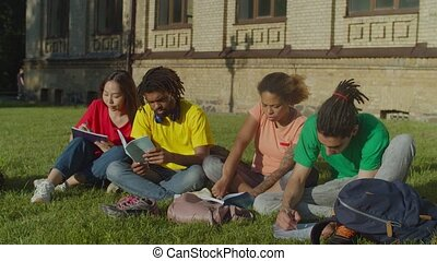 étudiants, examens, collège, multiethnic, préparer