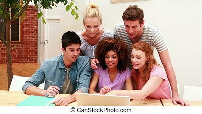 étudiants, gagner, ordinateur portable, ainsi, utilisation