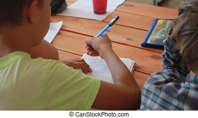 étudiants, gros plan, mains, école, écriture