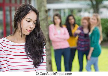 étudiants, groupe, étudiant, être, intimidé