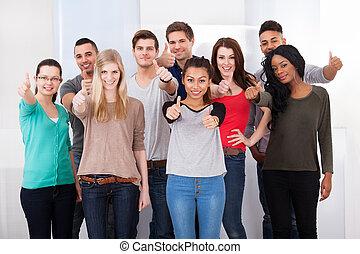 étudiants, haut, confiant, collège, pouces, faire gestes
