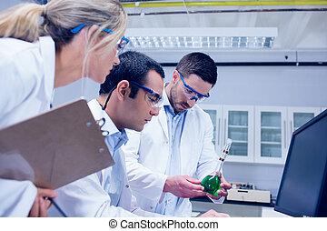 étudiants, laboratoire, travailler ensemble, science