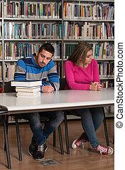 étudiants, leur, accentué, devoirs, bureau