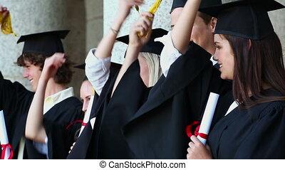 étudiants, leur, tenue, glands, heureux