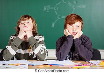 étudiants, mâle, ennuyé