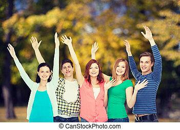 étudiants, onduler, sourire, groupe, mains