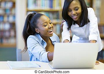 étudiants, ordinateur portable, américain, collège, africaine, utilisation