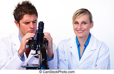 étudiants, par, microscope, regarder, science