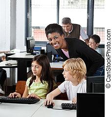 étudiants, prof, femme, bureau