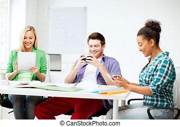 étudiants, regarder, école, appareils