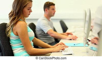 étudiants, salle ordinateurs, fonctionnement