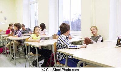 étudiants, stylos, école, groupe, séance