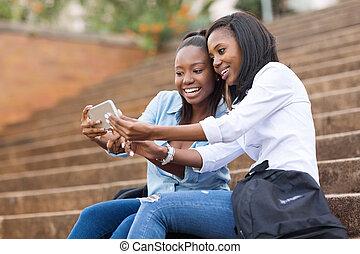 étudiants, téléphone portable, américain, collège, africaine, utilisation