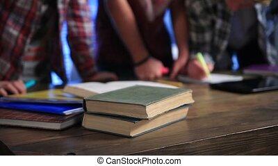 étudiants, tondu, écriture, livres, exercice, vue