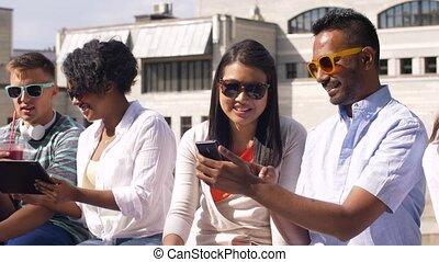 étudiants, ville, smartphones, pc tablette
