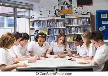 étudier, bibliothèque scolaire, écoliers