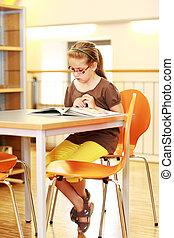 étudier, eduquer fille, bibliothèque