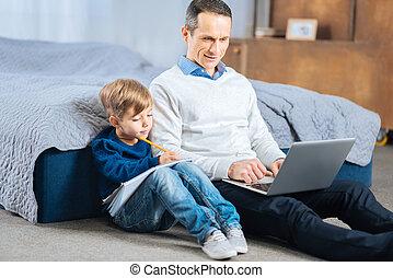 étudier, père, ensemble, fils, agréable, chambre à coucher