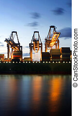 être, containership, déchargé