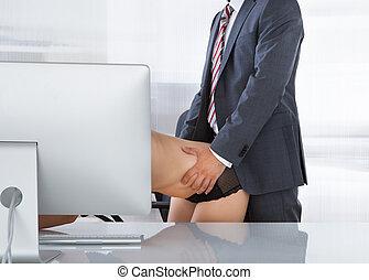 íntimo, par, em, escritório