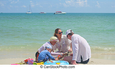 île, famille, toys., jour, exotique, chaud, jouer, plage, enfants, sablonneux, heureux