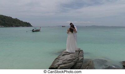 île tropicale, couple, jeune, séduisant