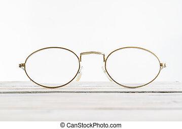 óculos, ligado, um, escrivaninha madeira