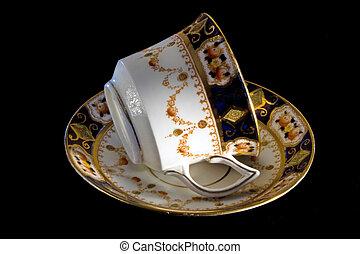 ódivatú, kicsontoz porcelánedények, csésze csészealj