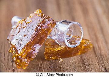 óleo, aka, madeira, fragmentar, sobre, cannabis, fundo, concentrado, piececs