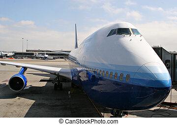 óriási, parkolt, sugárhajtású repülőgép