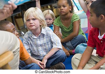 óvoda, gyerekek, kihallgatás, fordíts, egy, sztori