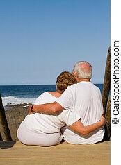 ölelgetés, párosít, idősebb ember