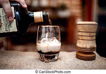 öntés, koktél, szeszes ital, pohár, csapos, előkészítő