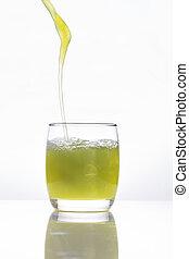 öntés, pohár, lé, gyümölcs, zöld háttér, fehér
