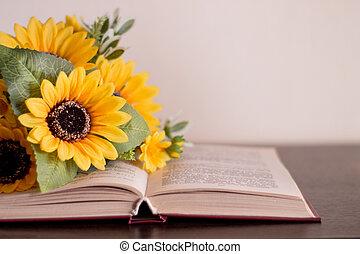 öppnat, bok, med, blomningen, på, a, ved, tabell.