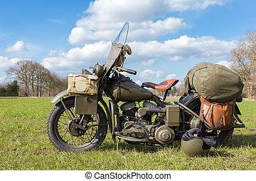 öreg, amerikai, hadi, motorkerékpár, parkolt, képben látható, fű