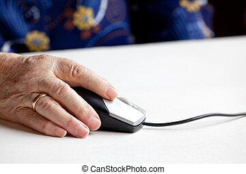 öreg, computer egér, kéz