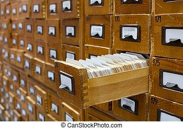 öreg, kinyitott, fából való, egy, fiók, katalógus, kártya