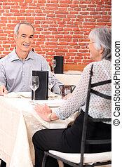 öreg, párosít, alatt, étterem