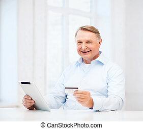 öreg, tabletta pc, hitel, otthon, kártya, ember