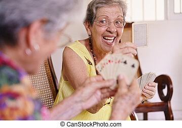 öreg women, élvez, játék kártya, játék, alatt, menedékház