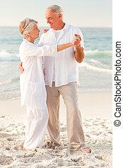 öregedő összekapcsol, tánc, tengerpart