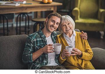 öregedő, ősz hajú, tea, fiú, birtoklás, nő