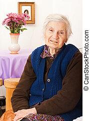 öregedő, elhagyott, nő, őt ül, az ágyon