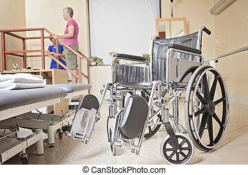 öregedő, hölgy, noha, neki, physiotherapist, alatt, egy, kórház